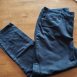 EUC NYDJ ankle length black Jean's. Size 14